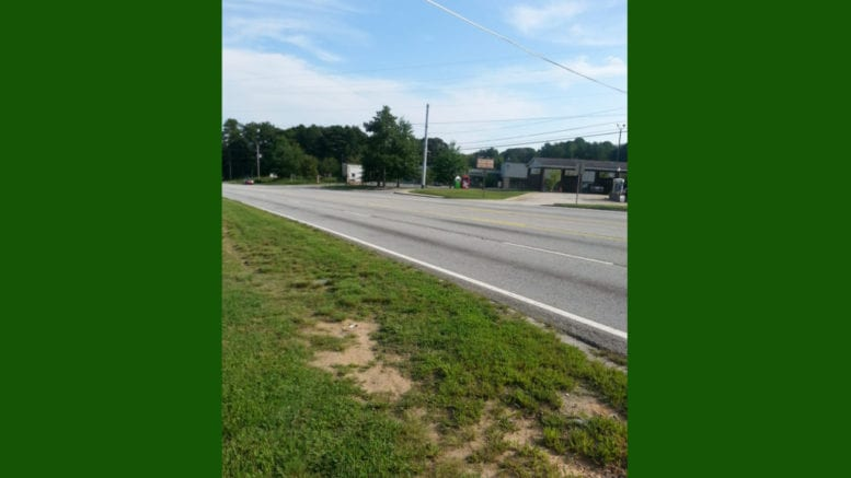 Mableton Parkway near Factory Shoals Road in article about Mableton Parkway sidewalks (photo by Larry Felton Johnson)