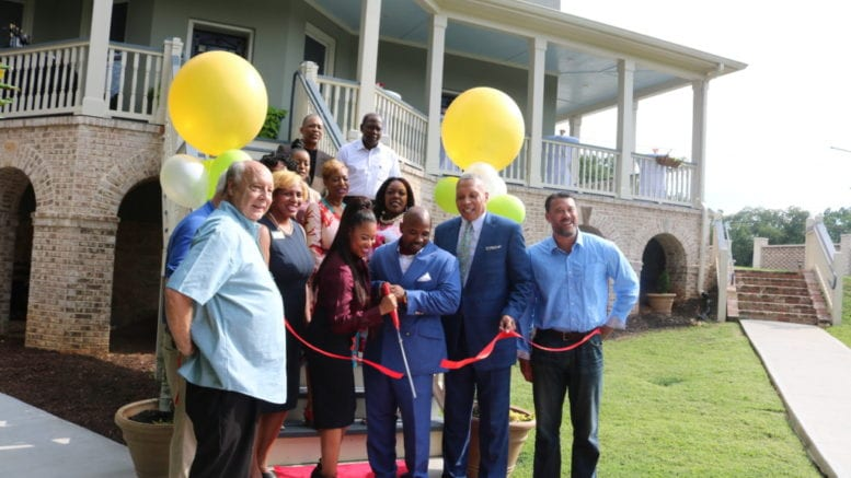 Ducere CEO Markesia Akinbami, and Chairman Korey Akinbami. flanked by Austell Mayor Pro Tem Valerie Anderson and Mayor Ollie Clemons, cut the ribbon for the opening of the headquarters of Ducere