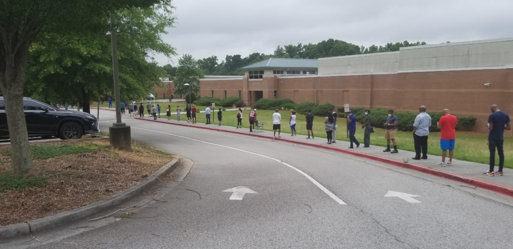 Line at Lindley Middle School voting site (photo by Larry Felton Johnson)
